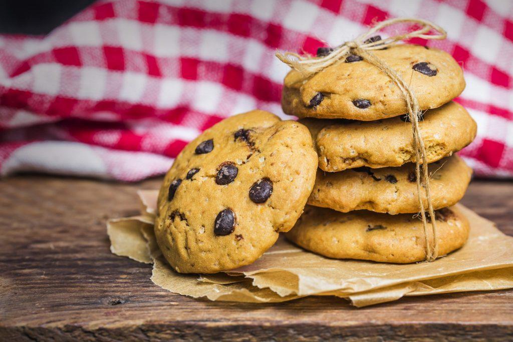 Cookies sobre una mesa de madera